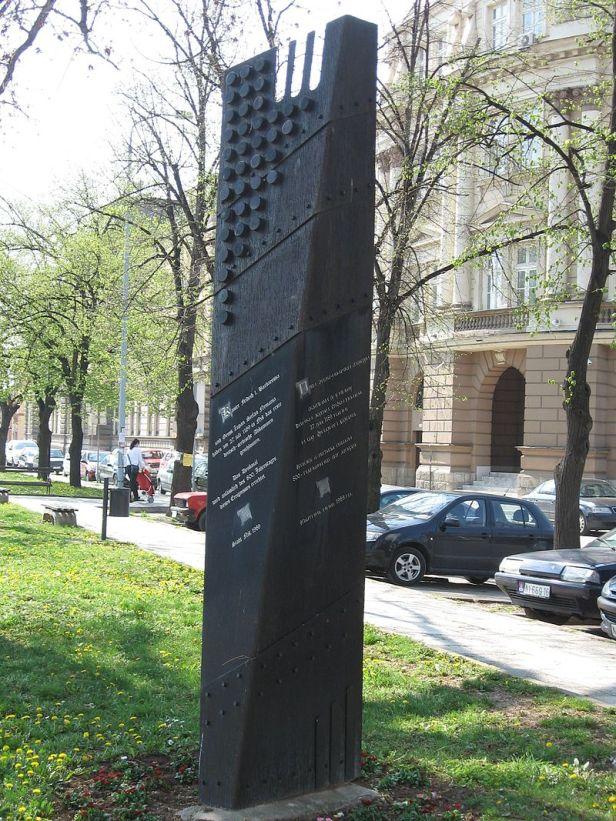 800px-spomenik_barbarossi_1