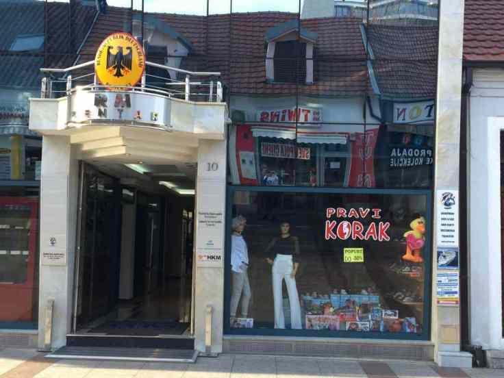 Podgorica Botschaft mit Laden nahe