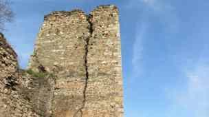 Riss in Turm