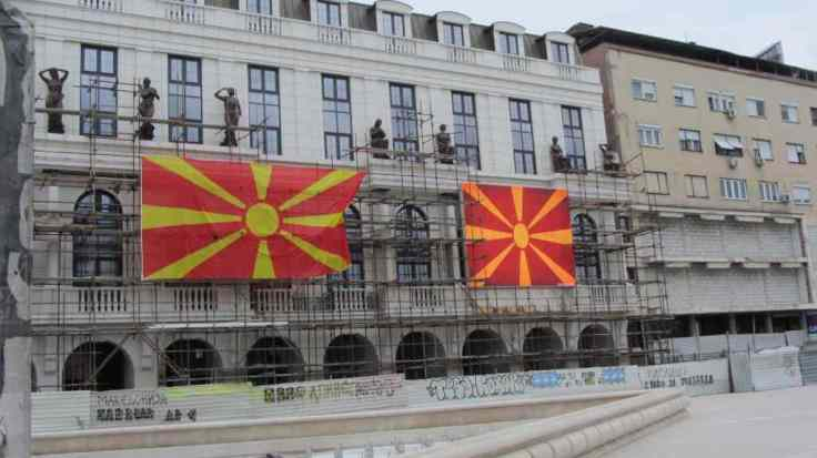 zwei flaggen