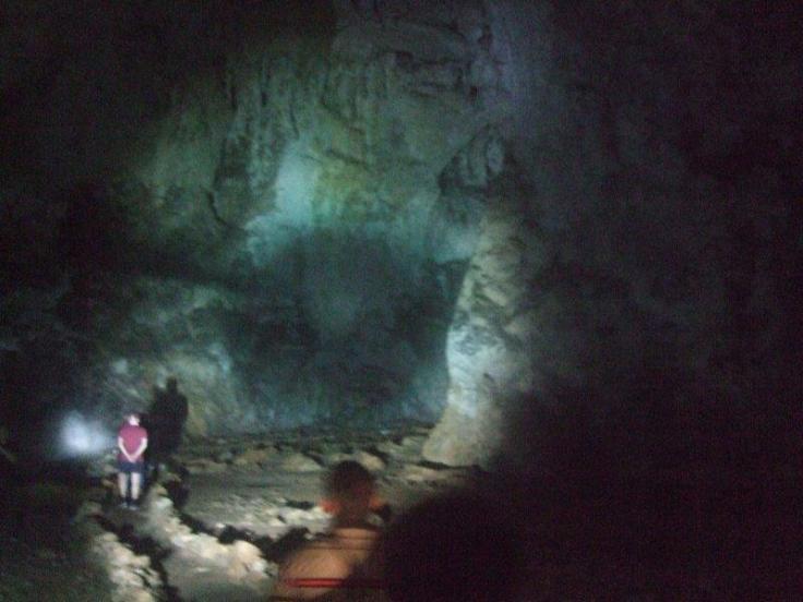 Belg Zlatib Höhle weg