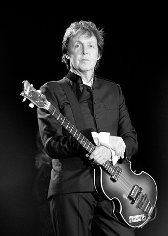 330px-Paul_McCartney_black_and_white_2010