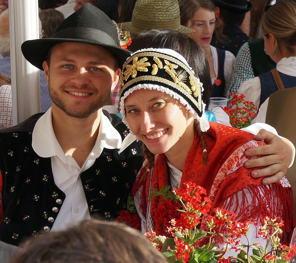 Kopfbedeckung_der_Oberkrainer_Tracht,_Slowenien
