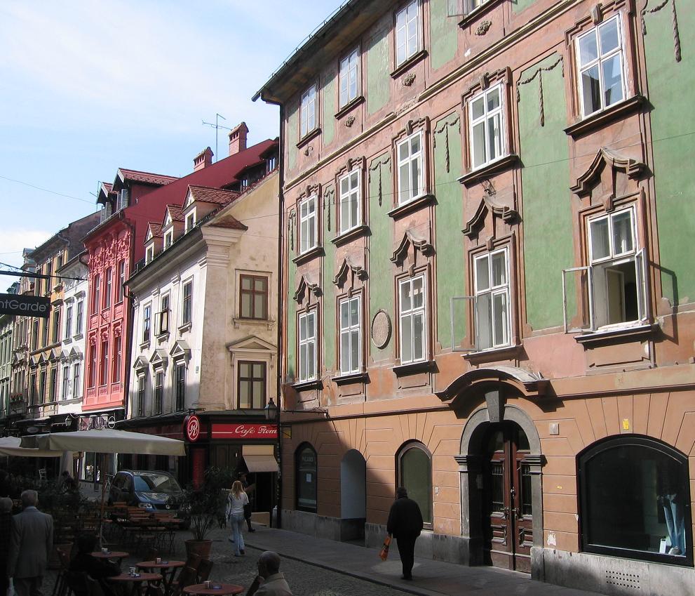 Ljubljana_-_Stari_trg_-_Valvasorjeva_hiša